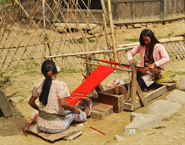women-producing-textile-in-nagaland-india1