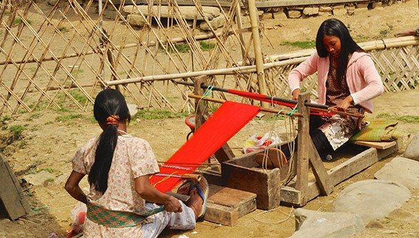 women-producing-textile-in-nagaland-india11